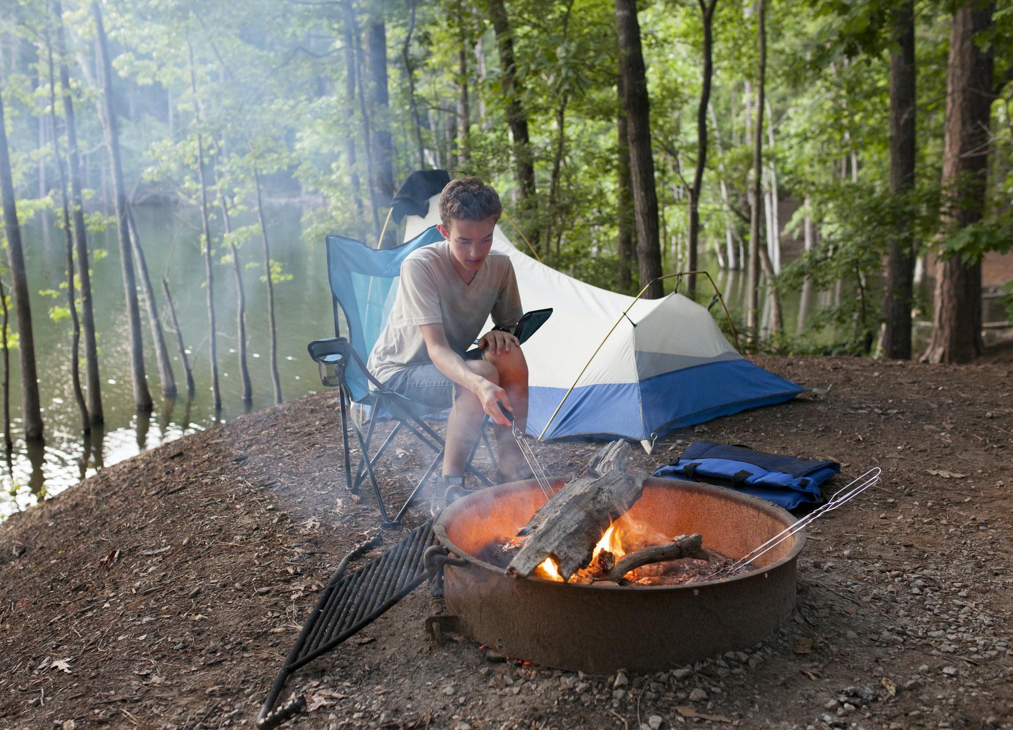 Adolescent en camping